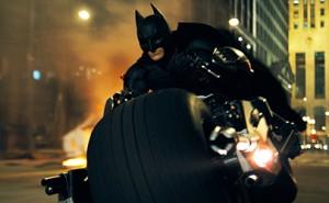Batman y su impresionante Batmoto