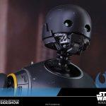 Foto con los detalles de la cara de K-2SO de Hot Toys