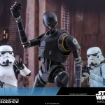 Divertida pose de dos stormtroopers y K-2SO