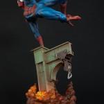 Spiderman en acción huyendo del Duende Verde