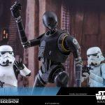 Divertida pose de dos stormtroopers y K-2SO